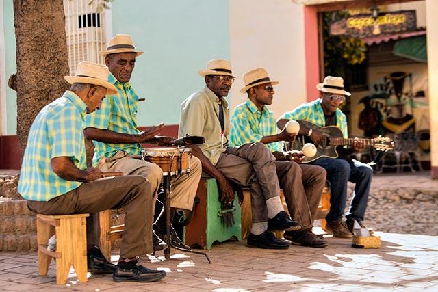 cubanos-viajar-a-cuba
