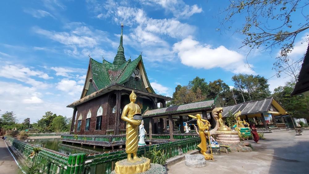 Wat Pa Maha Chedi Kaew viajar a tailandia clickviaja